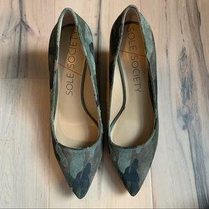 SOLE SOCIETY~Juli camo wedge pump heel Sz 9 EUC